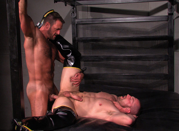 Neoprene studs play with piss